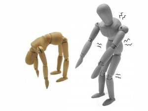姿勢が悪さが膝痛に繋がっています